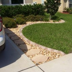 Beautful-Walk-Ways-Are-Made-Possible-With-Are-Concrete-Edging